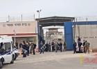 نادي الأسير: الأسرى في سجن عوفر يواصلون إغلاق الاقسام وإرجاع الطعام رفضًا للاقتحام المتكرر