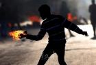 شبان يستهدفون قوات الاحتلال بالزجاجات الحارقة في القدس- فيديو