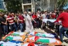 جماهير غزة تودع شهداء مجزرة الشاطئ من عائلتي أبو حطب والحديدي- صور