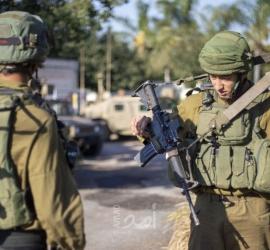 جيش الاحتلال يخطر بإزالة بقالة على شارع المعرجات بأريحا
