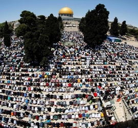 70 ألف مصل  يؤدون الجمعة بالمسجد الأقصى في آخر جمعة من رمضان