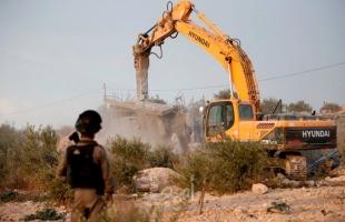 محدث.. جرافات جيش الاحتلال تشرع بهدم منزل في القدس والخليل