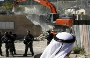 """القدس: جرافات جيش الاحتلال تهدم أجزاءاً من منزل واعتدت على صاحبه في """"حي جبل المكبر"""""""
