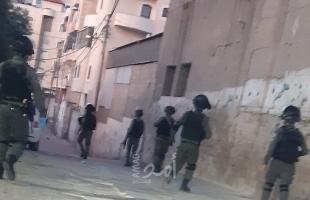 محدث.. جيش الاحتلال يقتحم مخيم شعفاط وإصابات في اندلاع مواجهات بالخليل