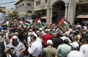 مئات المواطنين يشاركون في مسيرة مركبات تطالب بفك الحصار عن يعبد