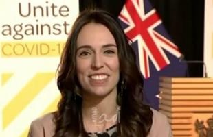 كيف تصرقت رئيسة وزراء نيوزيلندا في مقابلة تلفزيونية أثناء وقوع زلزال ... فيديو