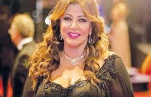 فنانة مصرية تعلق على خيانة زوجة ممثل أمريكي شهير