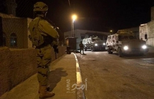 قوات الاحتلال تقتحم منازل المواطنين بقلقيلية وتشن حملة اعتقالات في الضفة