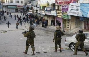 قوات الاحتلال تنبش قبر طفلة حديثة الولادة في بيت أمر شمال الخليل