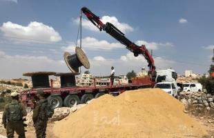 """قوات الاحتلال تستولي على معدات وكوابل لتأهيل شبكة كهرباء """"السيميا"""" جنوب الخليل"""