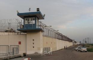 مصلحة سجون الاحتلال تنقل الأسيرين عماد أبو الهيجا وصهيب السعدي إلى عزل سجن عسقلان