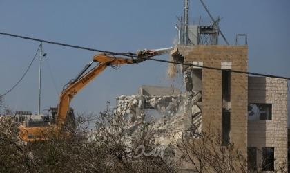 قوات الاحتلال تُخطر بهدم 20 منزلًا في روجيب شرق نابلس
