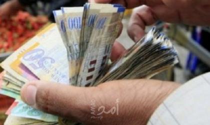 وكالة: أنصاف الرواتب تضيق الخناق على معيشة موظفي فلسطين