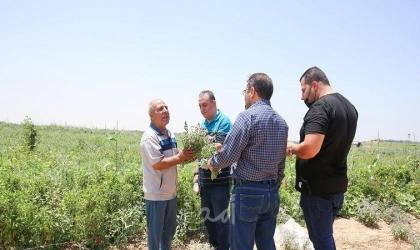 """وفد من حاضنة """"يوكاس"""" يتفقد المشاريع المتضررة خلال العدوان الأخير على غزة"""
